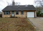 Foreclosed Home en GLEN CLAIR DR, Trenton, NJ - 08618