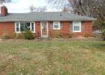 Foreclosed Home en VEGA LN, Louisville, KY - 40272