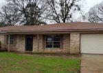 Foreclosed Home en MCKINLEY LN, Longview, TX - 75604