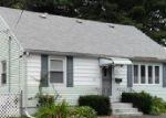 Foreclosed Home en ADRIAN ST, Warwick, RI - 02886