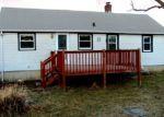 Foreclosed Home en STRAWBERRY FIELD RD, Warwick, RI - 02886