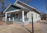 Foreclosed Home en S POPLAR ST, Newton, KS - 67114