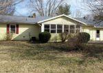 Foreclosed Home en S JAMES ST, Salem, IN - 47167