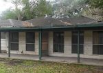 Foreclosed Home en W WILLIS ST, Alvin, TX - 77511