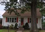 Foreclosed Home en LUCILLE ST, Woonsocket, RI - 02895