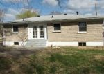 Foreclosed Home en PANAX LN, Louisville, KY - 40258