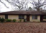 Foreclosed Home en COWART ST, Huntington, TX - 75949