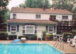 Foreclosed Home en TABOR ST, Brentwood, NY - 11717