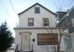 Foreclosed Home en CRESCENT PL, Passaic, NJ - 07055