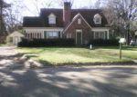 Foreclosed Home en MCALLISTER ST, Greenville, MS - 38701