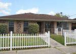 Foreclosed Home en RIVERVIEW DR, Saint Rose, LA - 70087