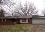 Foreclosed Home en S JONESVILLE RD, Columbus, IN - 47201