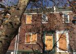 Foreclosed Home en S MERRIMAC RD, Camden, NJ - 08104