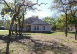Foreclosed Home en S PALO ALTO DR, Floresville, TX - 78114