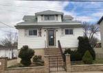 Foreclosed Home en COLUMBUS AVE, Little Ferry, NJ - 07643