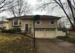 Foreclosed Home en CRESCENT AVE, Kansas City, MO - 64133