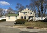 Foreclosed Home en ANNE LN, Central Islip, NY - 11722