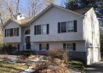 Foreclosed Home en CHESTNUT HILL RD, Chepachet, RI - 02814