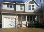 Foreclosed Home en FANNING RD, Riverhead, NY - 11901