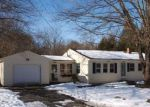 Foreclosed Home en FLORAL AVE, North Grosvenordale, CT - 06255