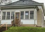 Foreclosed Home en W MADISON AVE, Charleston, IL - 61920