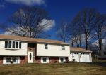 Foreclosed Home en BIRCHWOOD DR, Torrington, CT - 06790