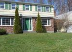 Foreclosed Home en EDGEWOOD DR, Enfield, CT - 06082