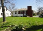 Foreclosed Home en N LEWIS AVE, Waukegan, IL - 60087