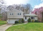 Foreclosed Home en JULIUS DR, New Haven, CT - 06513