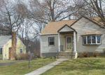 Foreclosed Home en HEMLOCK DR, Milford, CT - 06461