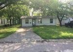 Foreclosed Home en PECAN ST, Bonham, TX - 75418