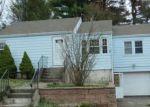 Foreclosed Home en COLTON ST, Windsor, CT - 06095
