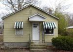 Foreclosed Home en RIVERLEIGH AVE, Riverhead, NY - 11901