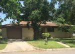 Foreclosed Home en PARKVIEW ST, Luling, TX - 78648