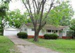 Foreclosed Home en N CHENANGO ST, Angleton, TX - 77515