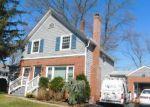 Foreclosed Home en LAKEVIEW DR, Cranston, RI - 02910