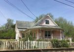 Foreclosed Home en N ROCK ST, Yellville, AR - 72687