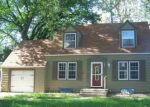 Foreclosed Home en E 16TH AVE, Hutchinson, KS - 67501