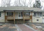 Foreclosed Home en COLETTE LN, Dingmans Ferry, PA - 18328