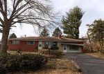 Foreclosed Home en STOREYLAND DR, Alton, IL - 62002