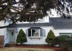 Foreclosed Home en HEMLOCK LN, Bay Shore, NY - 11706