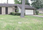 Foreclosed Home en WILDWOOD DR, Beaumont, TX - 77708