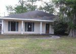 Foreclosed Home en PARLANGE DR, Destrehan, LA - 70047