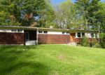Foreclosed Home en HIGHLAND LN, Canaan, CT - 06018