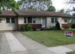 Foreclosed Home en S CLUB RD, Clementon, NJ - 08021