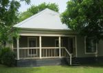 Foreclosed Home en N PECOS ST, Lockhart, TX - 78644