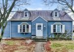 Foreclosed Home en ORCHARD ST, Stratford, CT - 06615