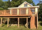 Foreclosed Home en PINECLIFF LAKE DR, West Milford, NJ - 07480