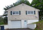 Foreclosed Home en DAWN RD, Milford, NJ - 08848