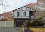 Foreclosed Home en SLEEPY HOLLOW DR, Shirley, NY - 11967